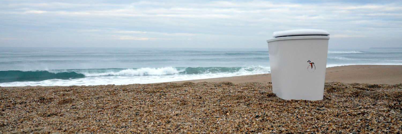 cuvette toilette sèche fixe ou mibile face à l'océan terra preta sanitaires créée par charley meignant
