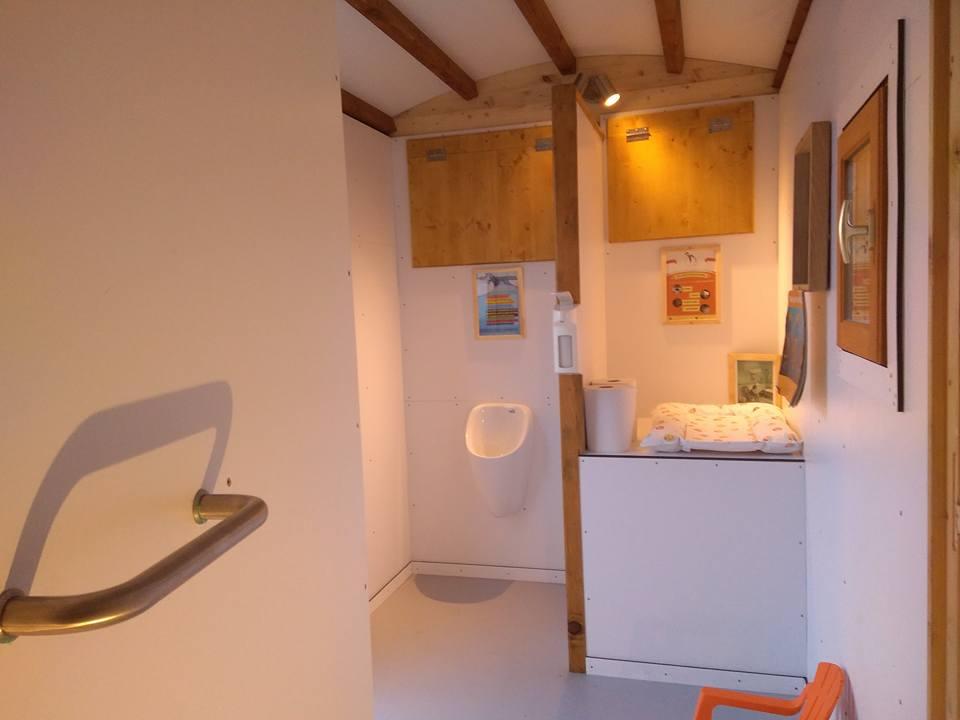 toilette sèche mobile type roulotte Terra Preta Sanitaires créée par Charley Meignant