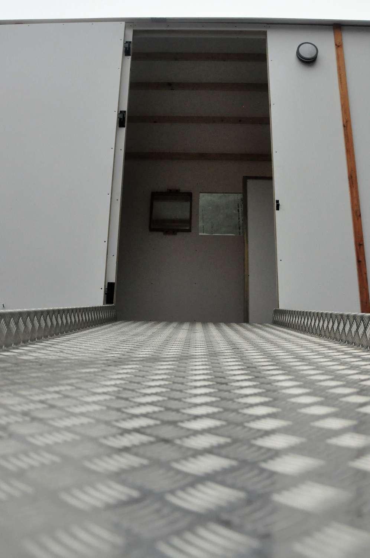 rampe accès toilette mobile PMR par Terra Preta Sanitaires
