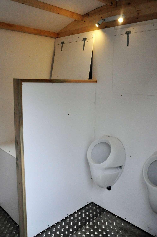 urinoires + table à langer toilette sèche mobile PMR par Terra Preta Sanitaires