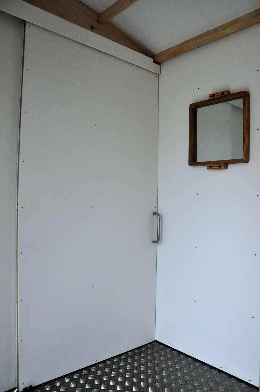 porte galange pour toilette sèche mobile PMR par Terra Preta Sanitaires